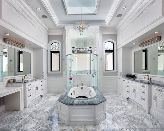 欧式古典风格中以典雅的线条,华丽浪漫的造型为大户型和别墅所钟爱,小编为大家带来八款欧式卫浴间的奢华装修,带你走进极致享受的卫浴空间,在浪漫与宽敞中走过夜晚的放松时光。  延伸生活典雅奢华 欧式大户型卫浴 小编的话:交织的金黄色作为装饰凸显出欧式宫廷般的大气典雅,在浴室中除了一个舒适标配浴缸之外,梳妆台与多人盥洗的设计使用起来功能齐备而不拥挤。  延伸生活典雅奢华 欧式大户型卫浴 小编的话:古典的纹理花纹装饰出欧式的复古风韵,浴缸、淋浴、盥洗相互间以开放形式隔断,浴缸旁的窗帘以浪漫的窗帘遮挡,搭配水晶吊灯让